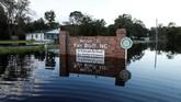 Presiden Amerika Serikat, Donald Trump, bahkan memperingatkan bahwa banjir akibat badai Florence masih mengintai. (Reuters/Randall Hill)