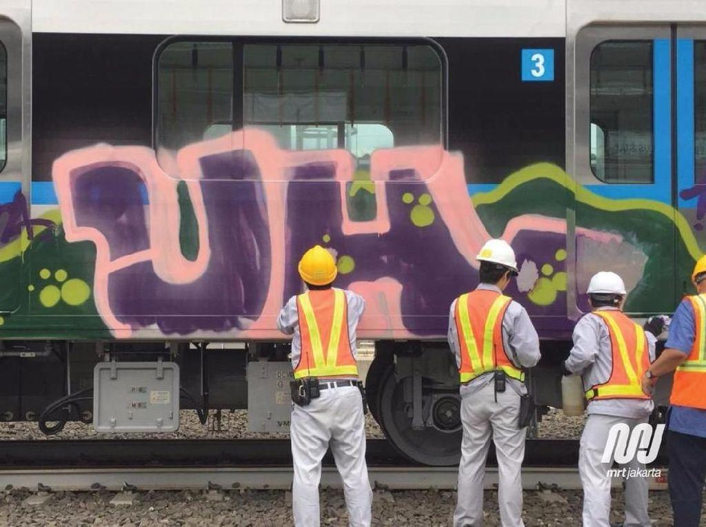 Ini Penampakan Gerbong MRT Jakarta yang Dicorat-coret