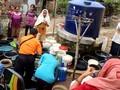 VIDEO: Sumur Kering, Warga Cirebon Serbu Bantuan Air Bersih
