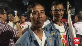 'Jokowi KW' Laris Diajak Berfoto di KPU
