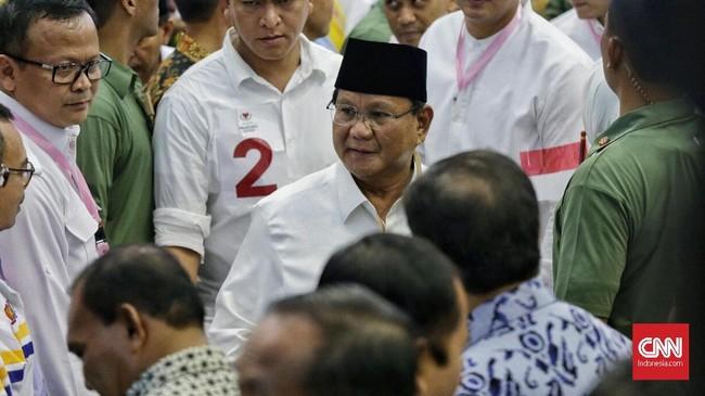 Setelah Prabowo meninggalkan Gedung KPU, lagu 2019 Ganti Presiden diputar dari mobil orasi relawan pendukung pasangan Prabowo-Sandiaga Salahuddin Uno.