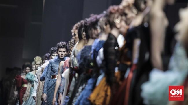 Pemikiran Matisse ini diterjemahkan ke dalam 88 tampilan cocktail dress dan evening dress. (CNN Indonesia/Hesti Rika)