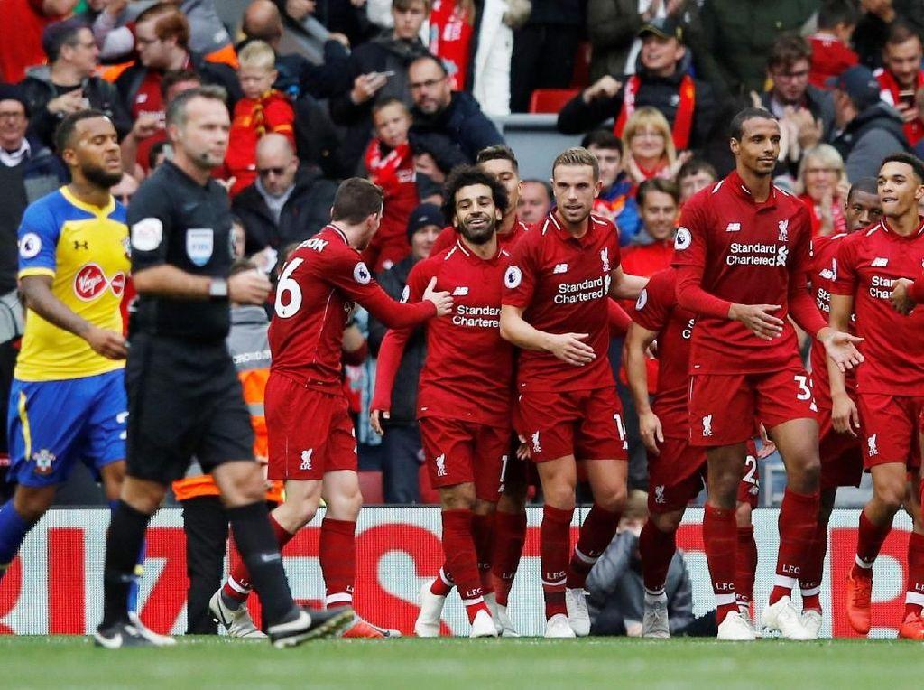 Liverpool memuncaki klasemen sementara dengan 18 poin dari enam laga. Mereka menyapu bersih tujuh laga awalnya musim ini dan merupakan rekor baru klub tersebut. Bisa sejauh apa The Reds? (Phil Noble/Reuters)