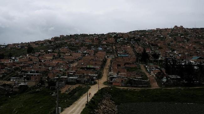 Setelah mendapatkan kesepakatan untuk membebaskan suaminya, Yeimy melarikan diri bersama keluarganya ke Soacha, dekat Bogota, yang menjadi rumah bagi puluhan ribu orang yang terlantar akibat konflik. (REUTERS/Nacho Doce)