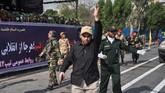 Insiden bermula ketika empat pelaku melepaskan tembakan membati buta di tengah parade militer yang digelar untuk memperingati perang Iran dengan Irak pada 1980-1988 silam. (AFP Photo/ISNA/Behrad Ghasemi)