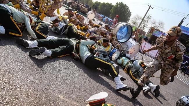 FOTO: Parade Militer Berdarah di Iran, 25 Orang Tewas