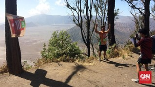 Pemandangan Lari dan 'Selfie' di Pasuruan Bromo Marathon 2018