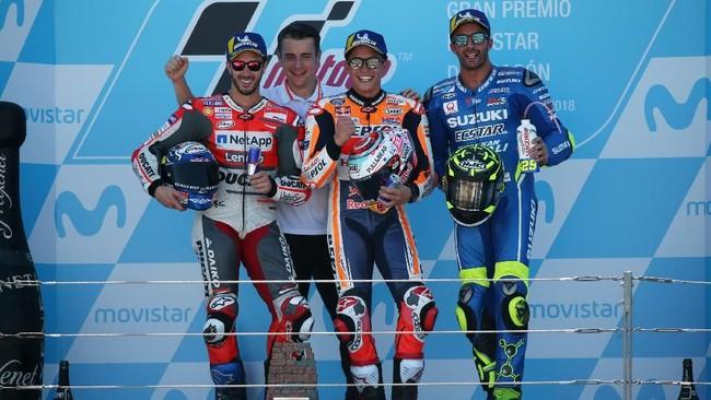 Podium ketiga MotoGP Aragon 2018 menjadi milik pebalap Suzuki Ecstar Andrea Iannone. (REUTERS/Heino Kalis)