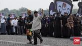 Pasangan Capres-Cawapres Joko Widodo-Ma'ruf Amin dan Prabowo Subianto-Sandiaga Uno berikrar menjalankan kampanye damai Pemilu serentak 2019. Ikrar tersebut ditandai dengan pembacaan deklarasi kampanye damai yang dipandu oleh Ketua KPU dan Ketua Bawaslu di Monas, Minggu (23/9). (CNN Indonesia/Hesti Rika)