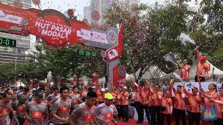 Jakarta, CNBC Indonesia- Para pejabat Otoritas Jasa Keuangan dan Bursa Efek Indonesia kumpul pagi ini untuk rayakan HUT Pasar Modal ke-41 sambil lari pagi