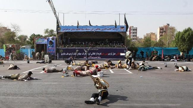 Namun, gerakan oposisi Arab, Avhaz National Resistence, juga mengklaim bertanggung jawab atas serangan tersebut. (AFP Photo/Alireza Mohammadi)