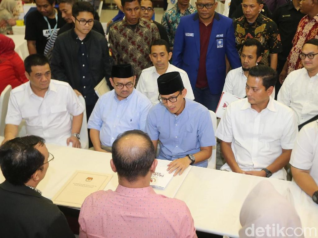 Sandi melaporkan dana awal kampanye untuk pasangan Prabowo-Sandi.