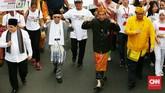 Pasangan Capres-Cawapres Jokowi dan Ma'ruf Amin mengikuti Pawai Deklarasi Pemilu Damai 2019-2024 di kawasan Monas dan Patung Kuda. Jakarta.Minggu. (23/9). (CNNIndonesia/Andry Novelino).