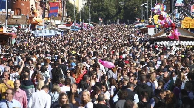 Oktoberfest telah dimulai sejak 185 tahun lalu dan diadakan setiap tahunnya di akhir September hingga pekan pertama Oktober.(REUTERS/Michael Dalder)