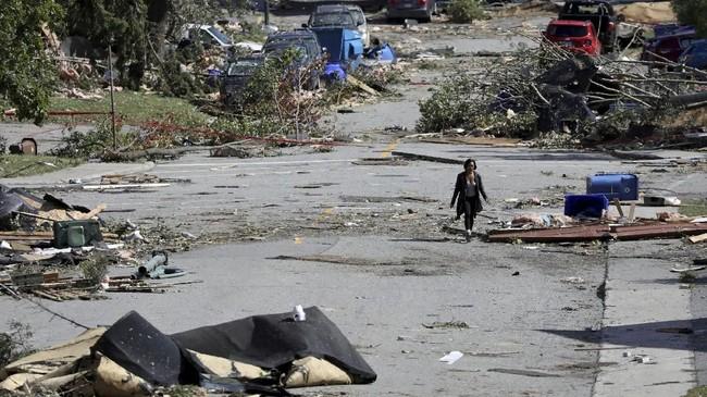 Kerusakan yang ditimbulkan dari tornado tersebut disebut Walikota Ottawa Jim Watson bak dihantam bom.(REUTERS/Chris Wattie)