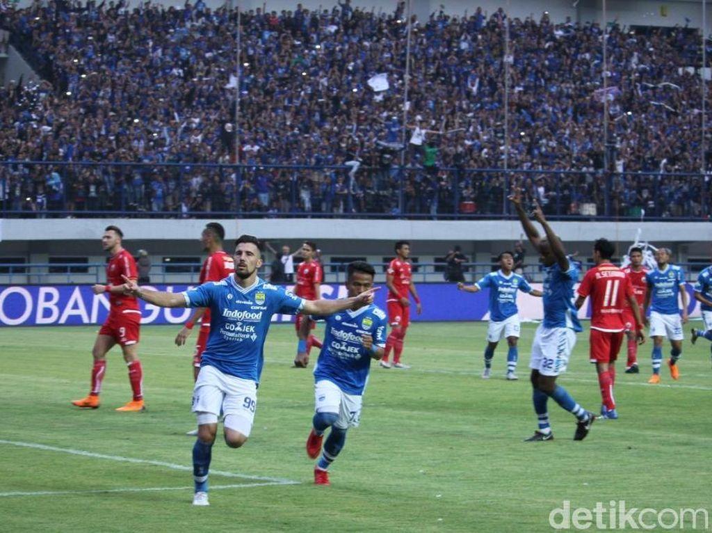 Drama terjadi di injury time. Persib bikin Persija tertunduk lesu setelah gol Bojan Malisic membuat laga tuntas dengan skor 3-2.