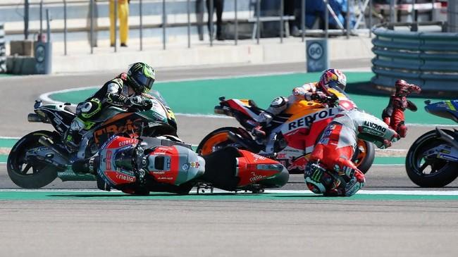 Semula tidak ada yang spesial dari kecelakaan yang dialami Jorge Lorenzo. Pebalap Ducati itu terlihat kehilangan kendali di tikungan pertama dan tidak menyenggol siapapun saat mengalami kecelakaan. (REUTERS/Heino Kalis)
