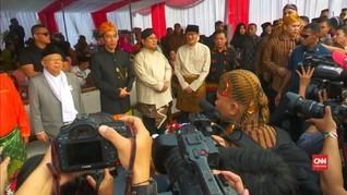 VIDEO: Baju Adat Capres-Cawapres di Deklarasi Kampanye Damai