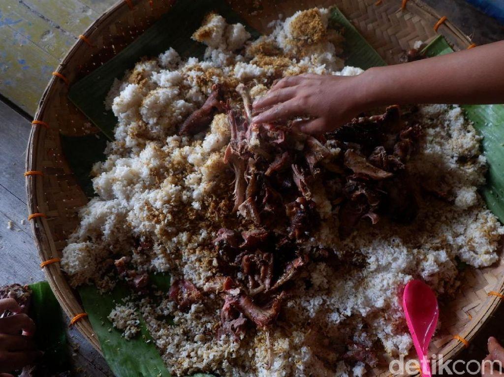 Nikmatnya Menyantap Bucu Pendem, Sajian Unik dari Desa Kumejing