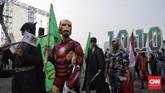 Peserta pawai deklrasi kampanye damai dari parpol PPP mengenakan kostum superhero, Jakarta (23/9). (CNN Indonesia/Hesti Rika)