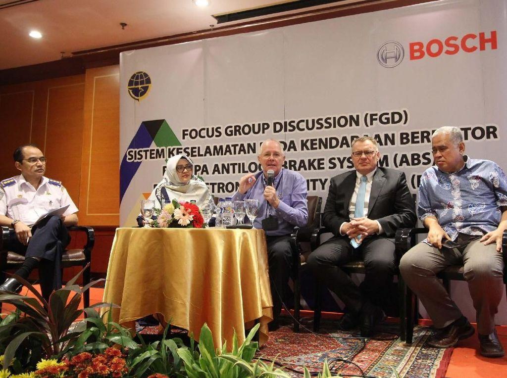 Berdasarkan studi Universitas Indonesia bersama Bosch, pengaplikasian ABS pada sepeda motor mampu mengurangi kecelakaan hingga 10-27% di Indonesia, dan memberi dampak ekonomi yang signifikan karena dapat menyelamatkan hingga 5.000 nyawa per tahun. Foto: dok. Bosch