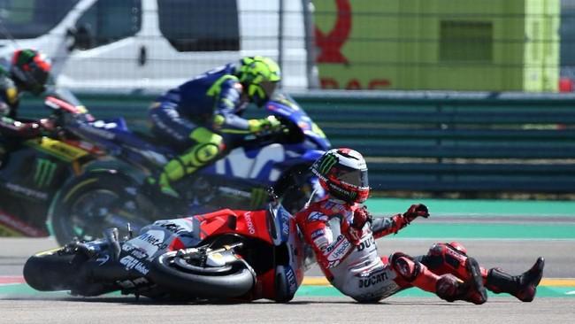 Jorge Lorenzo mengklaim gerakan menutup jalur yang dilakukan Marc Marquez tidak terlihat dalam sorotan kamera. Mantan pebalap Movistar Yamaha itu menganggap hanya dia dan Marquez yang tahu apa yang terjadi. (REUTERS/Heino Kalis)