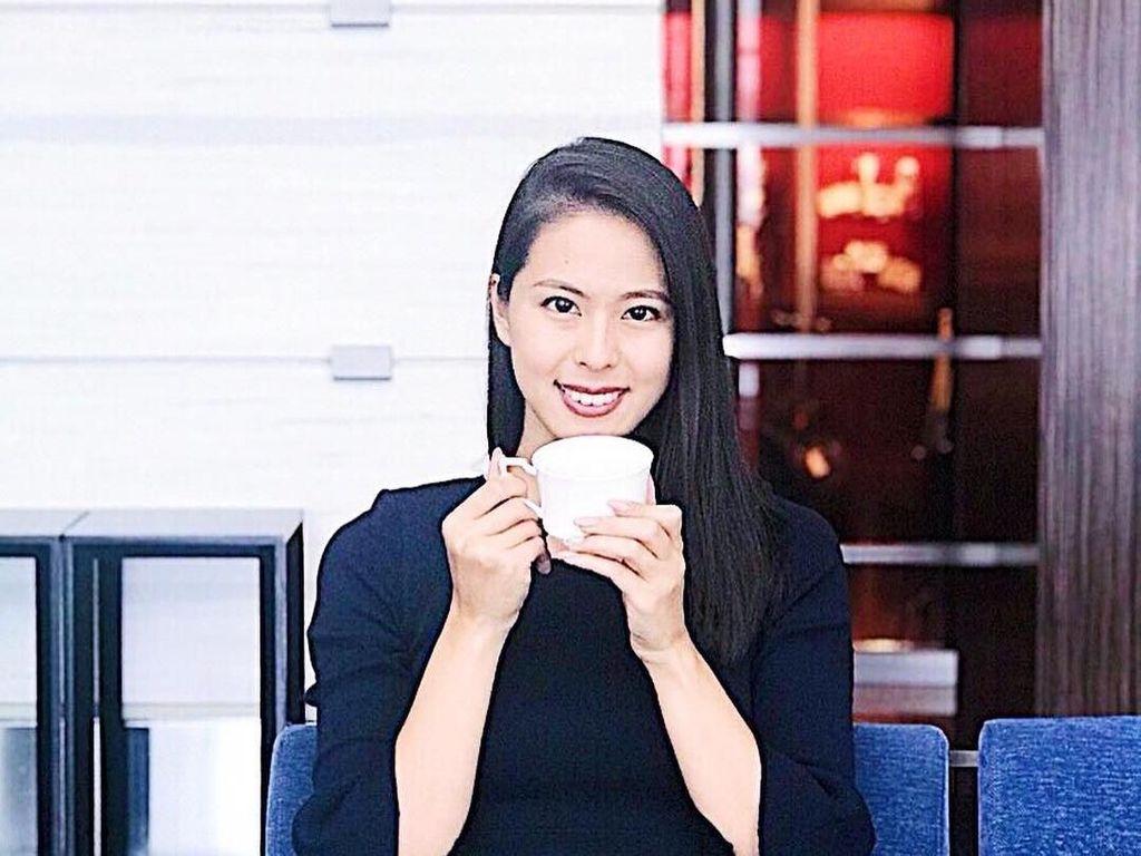 Seru dan Elegan Gaya Makan Miss Jepang Momoko Abe