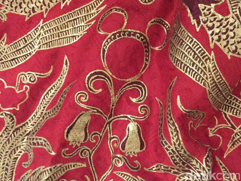 Foto: Unik, Ada Mickey Mouse Nyempil di Batik Klasik Iwan Tirta