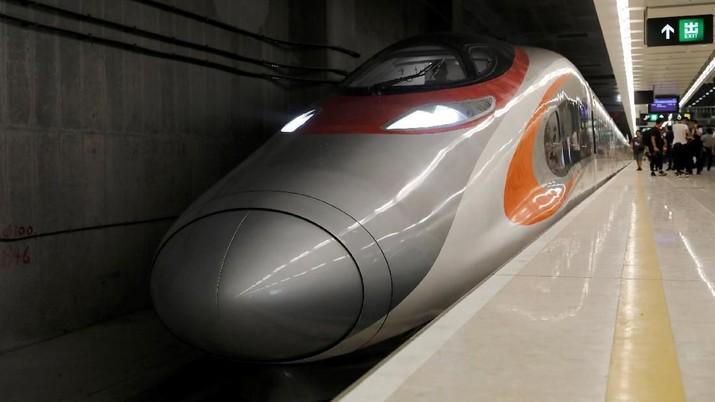 Kereta Cepat Hong Kong - China beroperasi.