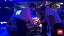 Pemilik Mobil Listrik Mercy Bisa Cas di Pusat Perbelanjaan