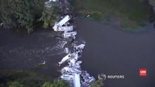 VIDEO: Tergelincir, Kereta di AS Ringsek dan Masuk Sungai