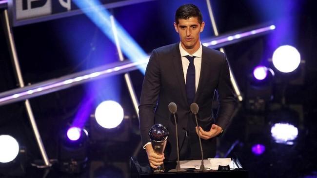 Kiper Belgia, Thibaut Courtois terpilih sebagai kiper terbaik di tahun ini. Penampilannya bawa Belgia ke semifinalPiala Dunia 2018 memegang peranan penting dalam keberhasilan tersebut. (Reuters/John Sibley)