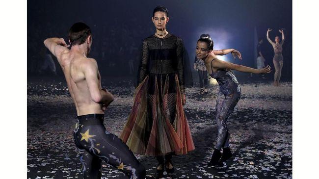 Ironi Tersembunyi di Balik Gemerlap Pekan Mode