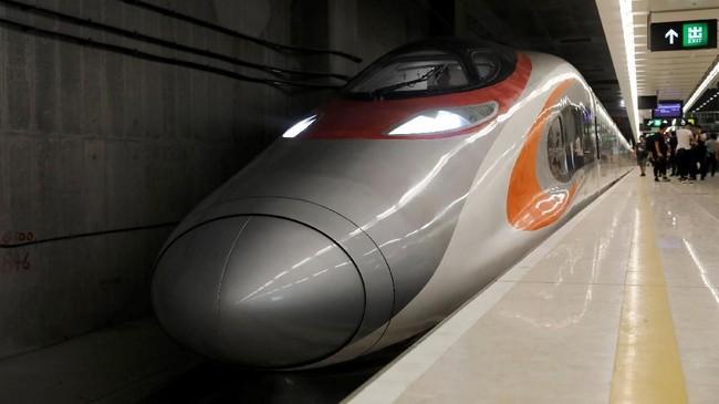 Express Rail Link menghubungkan Hong Kong ke kota Guangzhou, China bagian selatan, hanya dalam 40 menit. (REUTERS/Tyrone Siu)