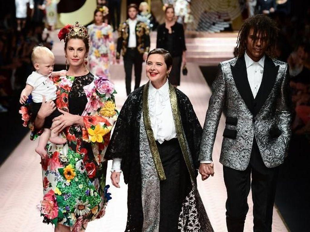 Aksi Monica Bellucci sampai Jessica Jung Jadi Model di Milan Fashion Week