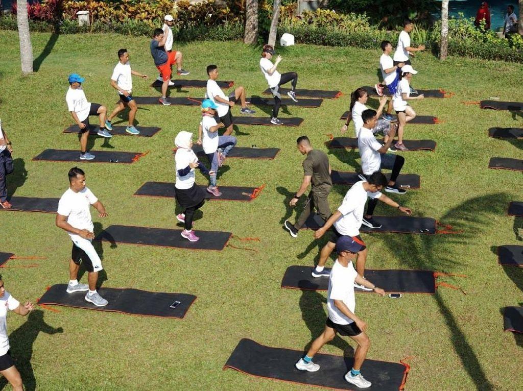 Kegiatan ini juga diisi dengan strength training bersama athletic trainer Muhammad Desfian. Istimewa/Semen Indonesia.