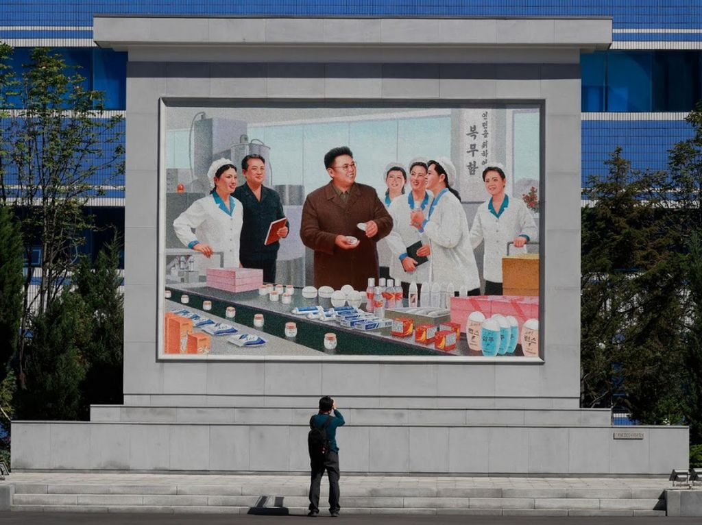 Literally, Ada Jutaan Gambar Kim Jong Un Dipajang di Korea Utara