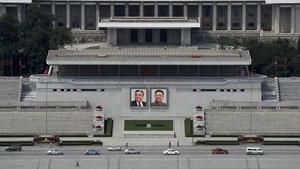 FOTO: Potret Kim Jong-un dan Keluarga Ada di Tiap Sudut Korut