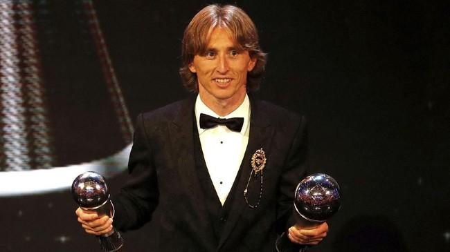 Luka Modric terpilih sebagai Pemain Terbaik tahun ini. Performa apiknya bersama Real Madrid dan Kroasia membuat ia mengungguli Cristiano Ronaldo dan Mohamed Salah. (Reuters/John Sibley)