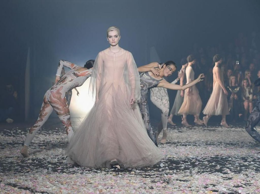 Foto: Penuh Kejutan, Gucci dan Dior Buka Paris Fashion Week