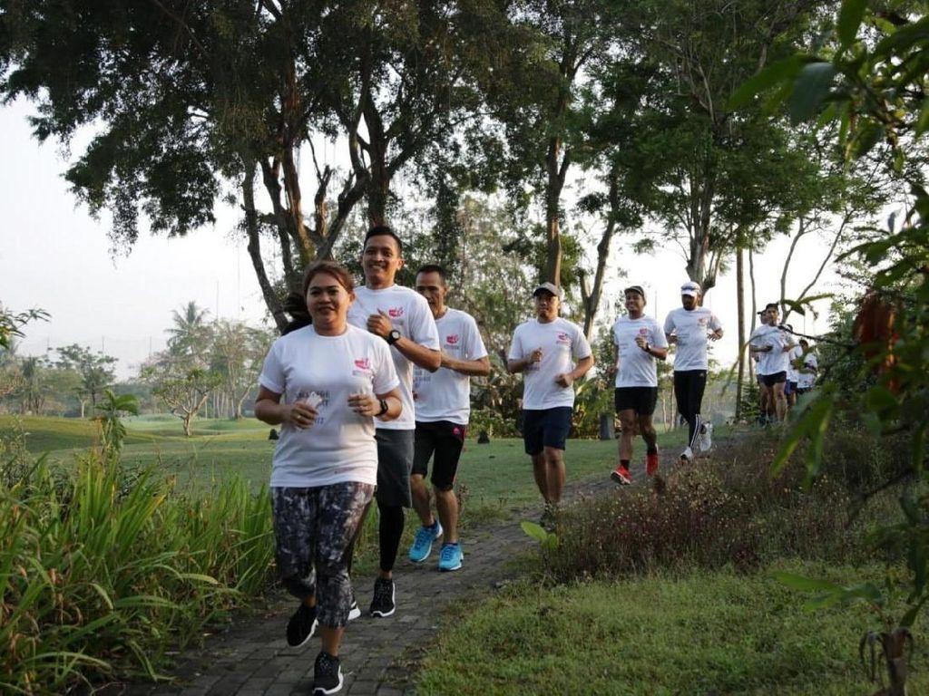 Para pelari adu cepat di Road to Semen Indonesia Trail Run. Istimewa/Semen Indonesia.