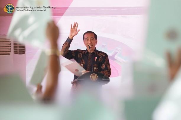 Jokowi Bagi-bagi 7.000 Sertifikat Tanah di Bogor