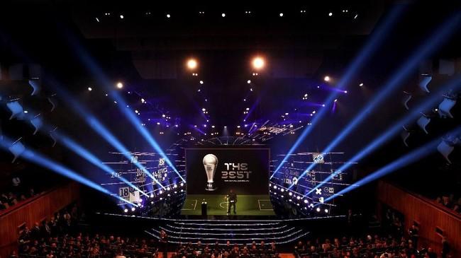 Acara Penghargaan FIFA digelar di Royal Festival Hall, London, 24 September. (Reuters/John Sibley)
