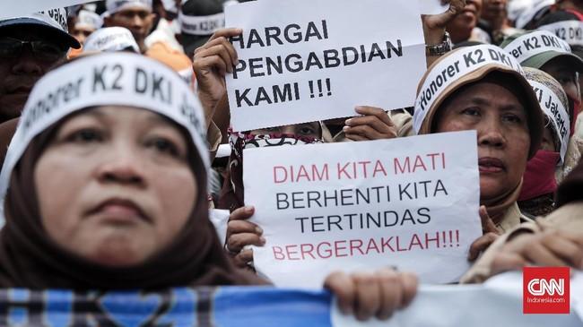 Untuk menampung honorer yang tak bisa mengikuti seleksi CPNS 2018, MenPAN-RB Syafruddin menyatakan pemerintah akan mengalihkan mereka ke jalur Pegawai Pemerintah dengan Perjanjian Kerja (PPPK). (CNNIndonesia/Safir Makki)