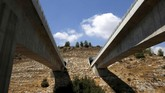 Israel juga berencana memperpanjang jalur kereta hingga mencakup stasiun di Tembok Barat (Tembok Ratapan)(REUTERS/Ronen Zvulun)