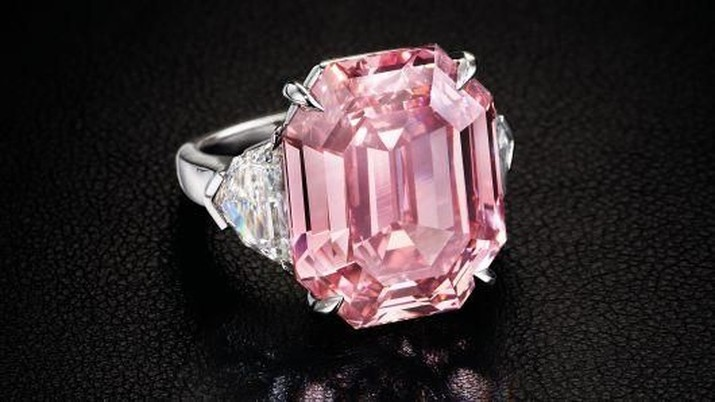 Ini adalah cincin dengan berlian termurni selama 2,5 abad terakhir