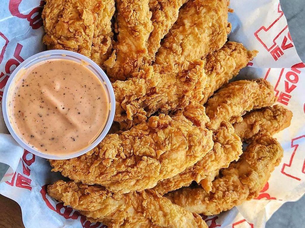 Gurih Renyah! Chicken Fingers dan Kentang Goreng untuk Ngemil Sore Ini