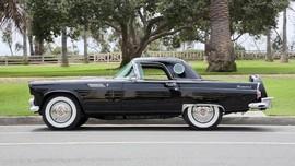 Ford Thunderbird 1955 Marilyn Monroe akan Dilelang