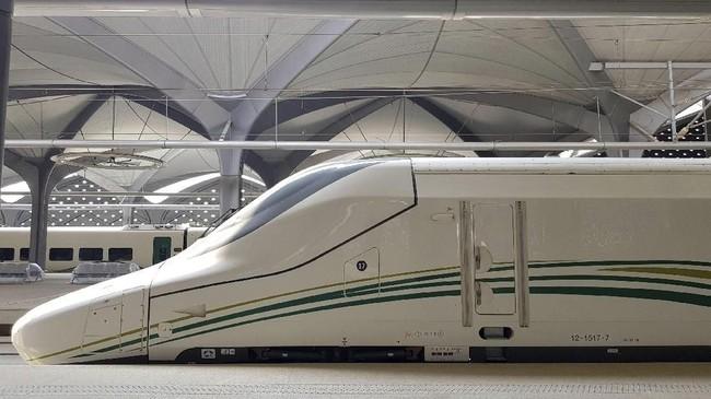 Arab Saudi resmikan kereta cepat Haramain yang menghubungkan beberapa kota penting seperti Mekah, Madinah, Jeddah dan distrik finansial King Abdullah. (REUTERS/Stephen Kalin)