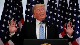 Staf Trump Tarik Mikrofon Wartawan CNN Saat Tanya soal Rusia